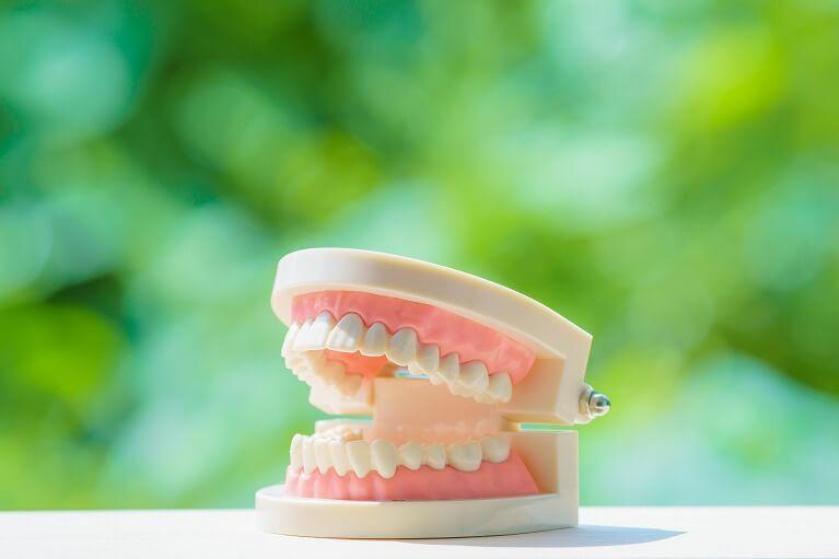 顎関節症を引き起こす