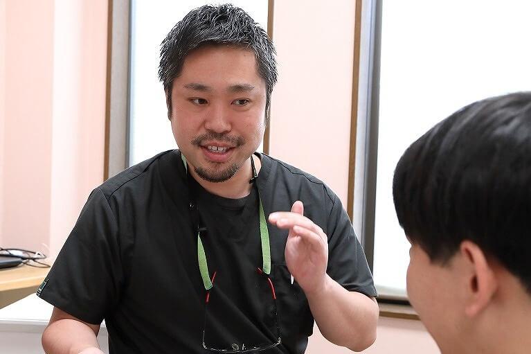 京都市西京区の岩崎歯科医院では、マウスピース矯正の初診相談は無料です